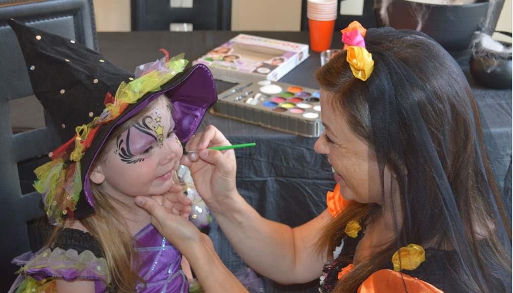 An image showing face painting with Snazaroo face paints